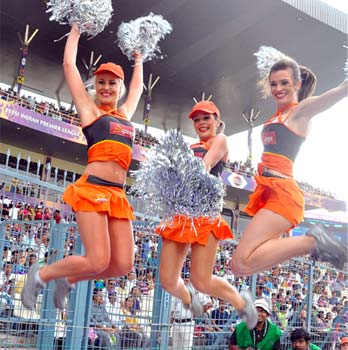 Cheer-girls-sponsored- Spicejet2